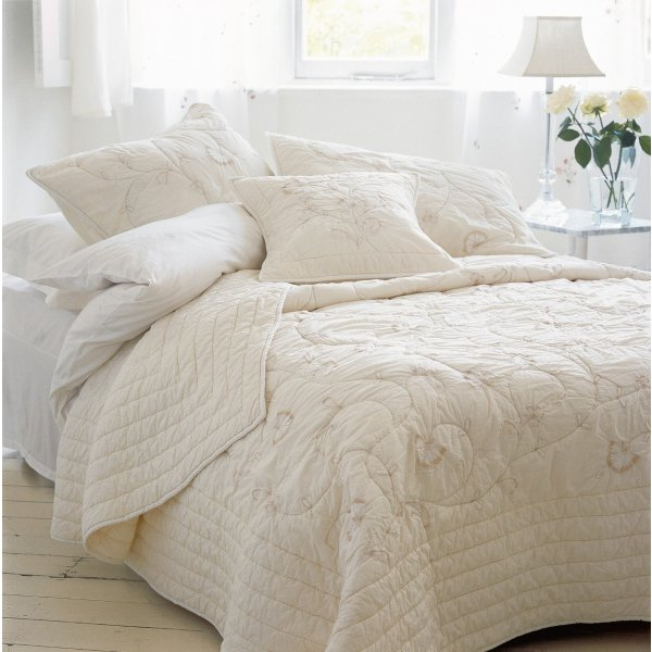 Silhouette Quilted Bedspread Large. 265 x 265 cm